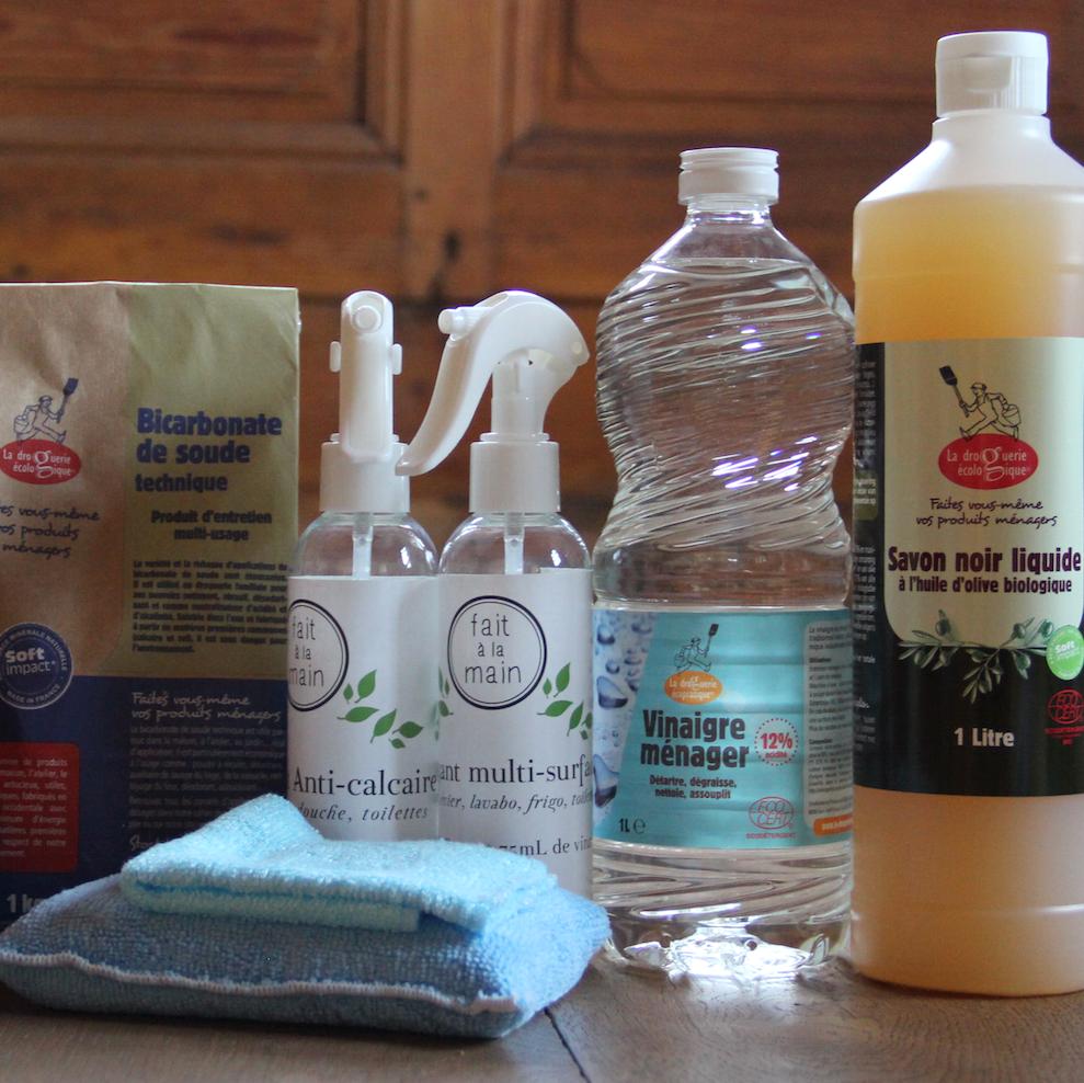 Pour éviter les contenants en plastique, tu peux fabriquer tes propres produits ménagers.