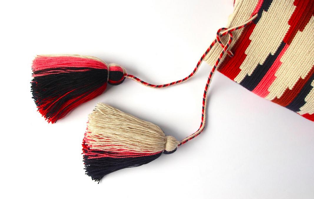 Ponpoms de la mochila Wayuu Paolo par Mazonia